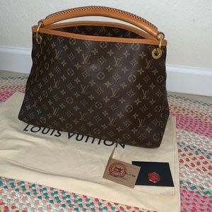 Louis Vuitton ARTSY MM monogram hobo bag.